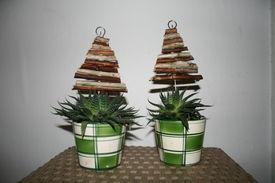 Juletræer lavet af små pinde