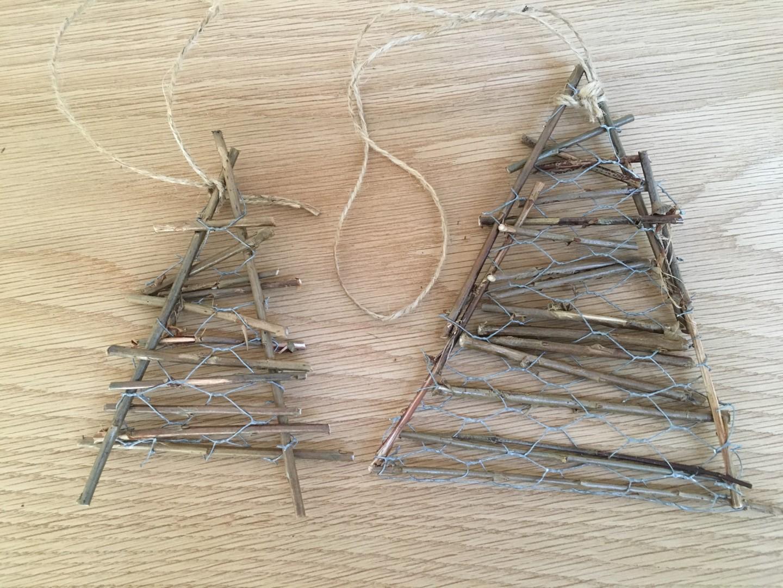juletræer i hønsetråd