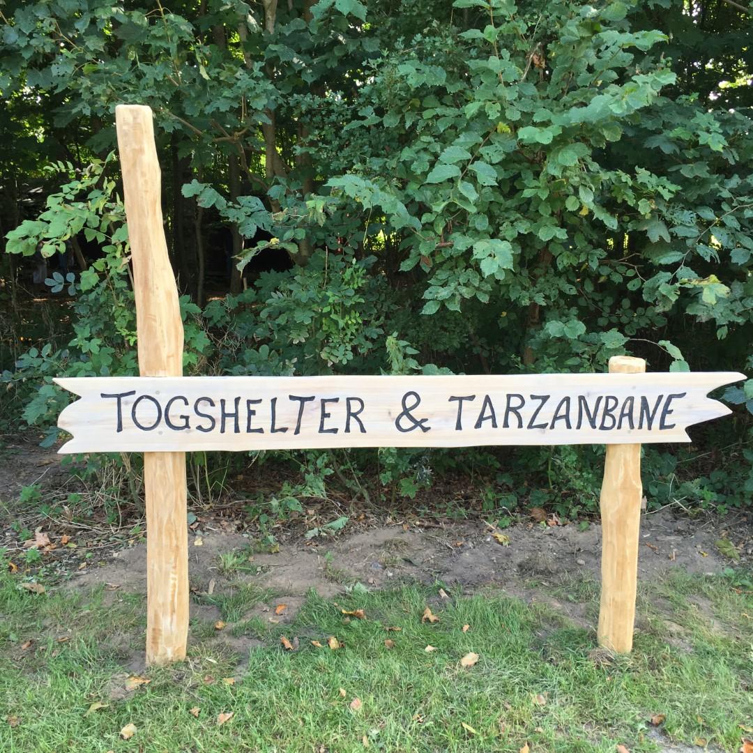 Skilt til Togshelter og Tarzanbane