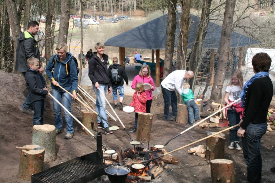 Skovensdag - der bages bålpandekager