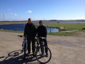 Karin og Lars på cykeltur rundt om Vilsted Sø