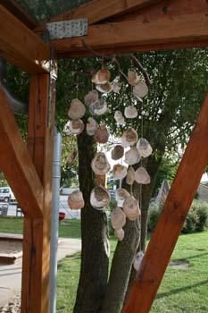 Vindspil lavet af muslingeskaller