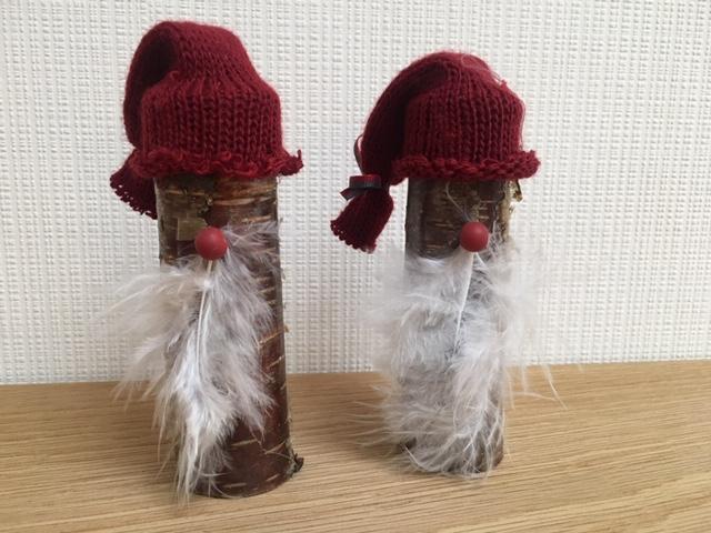 Julenisser lavet på en lille træpind