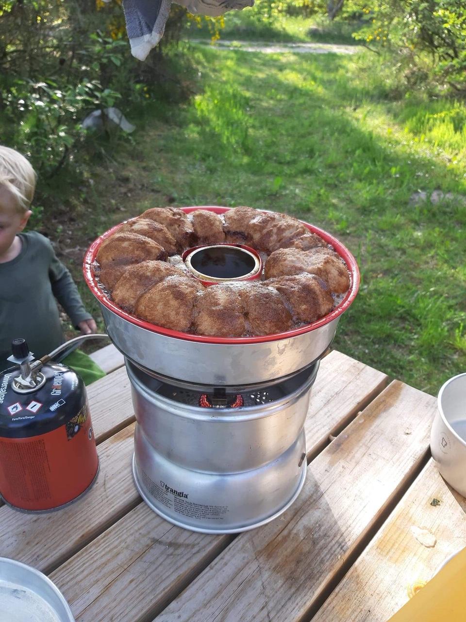 Brunsviger bagt i omniaovn på trangia