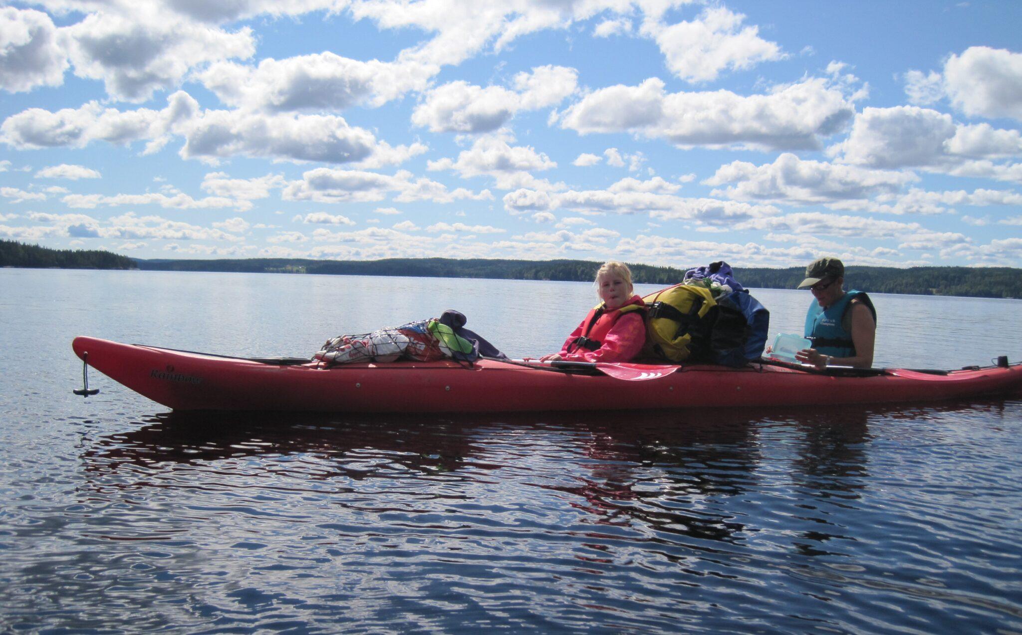 Kajak på sø i Sverige